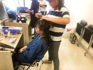 Rose練習美髮工作