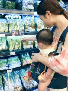 單親媽媽小C到全聯採買日常用品