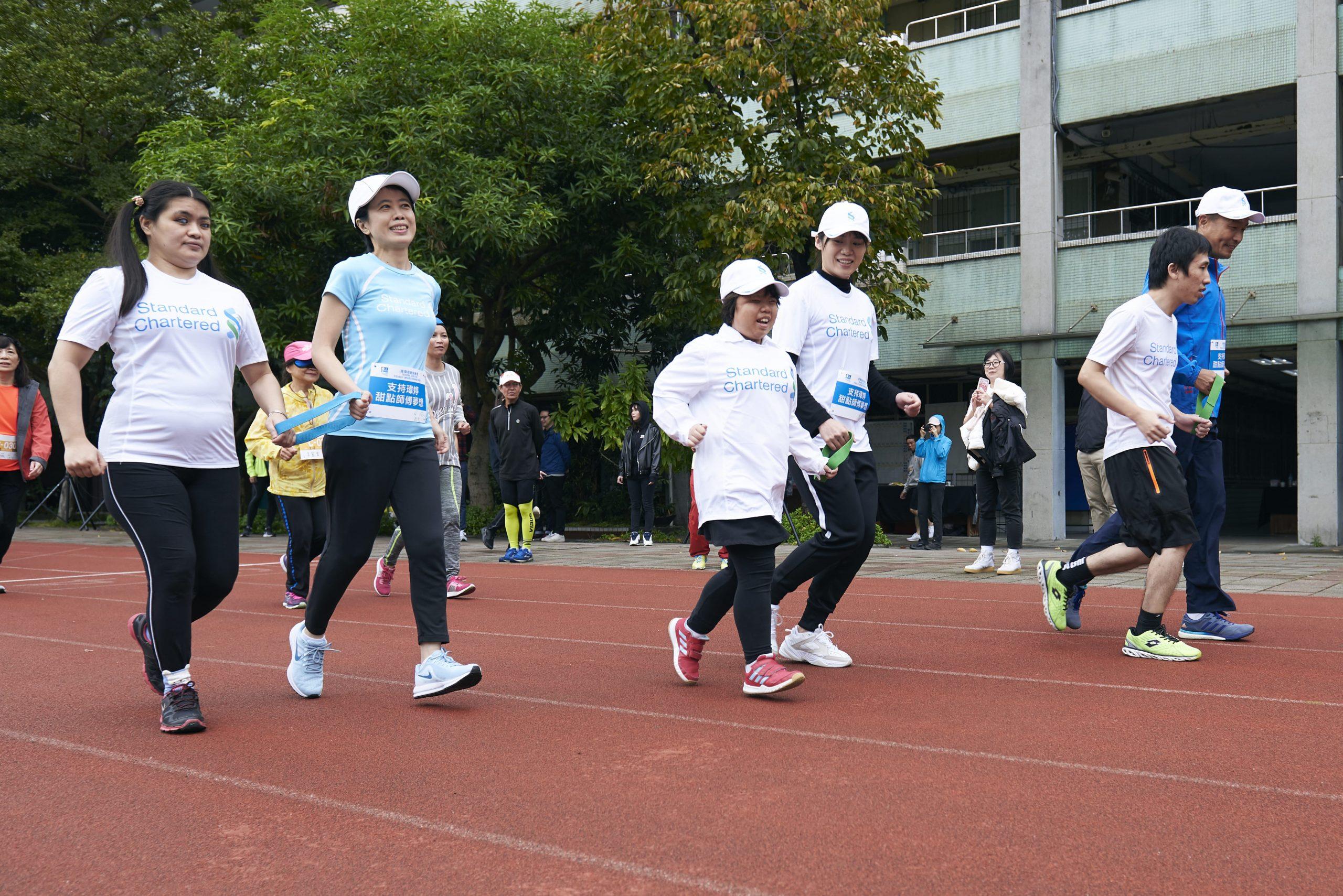 渣打臺北馬拉松的視障跑者陪跑員訓練