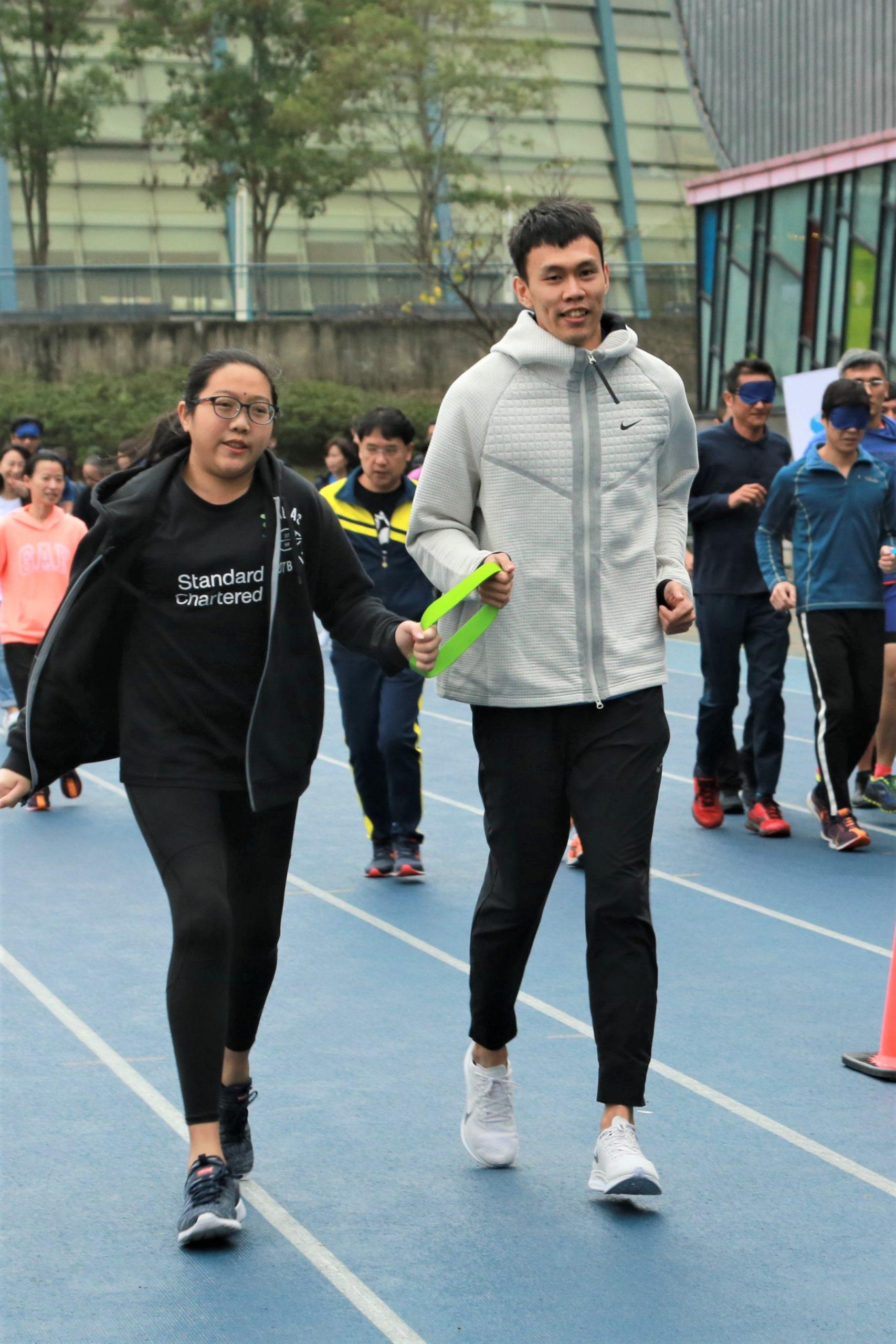 渣打臺北馬拉松陪跑員訓練營 陳奎儒人生首次盲跨